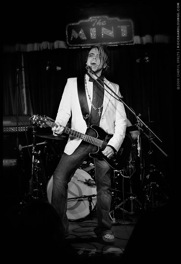 Lukas Rossi at The Mint // Photo: Cheryl Spelts